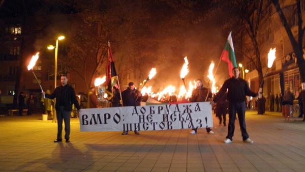 Факелно шествие в Добрич против шистовия газ